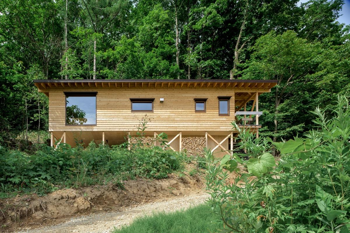 藻岩山の麓に建つこの家は、まさに山小屋!な佇まい