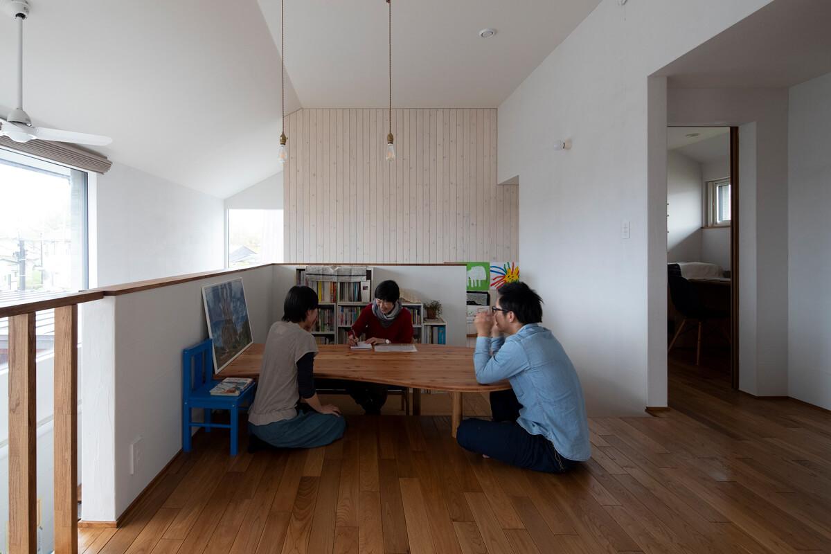 大人3人でも座れるゆったりとした空間設計