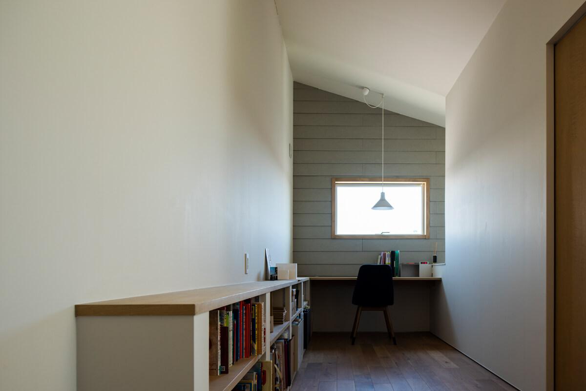 幅の広い2階の廊下を生かした書斎コーナー
