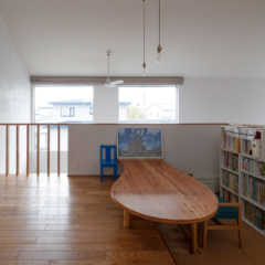 2階ホールに本棚。家族で使えるライブラリースペース