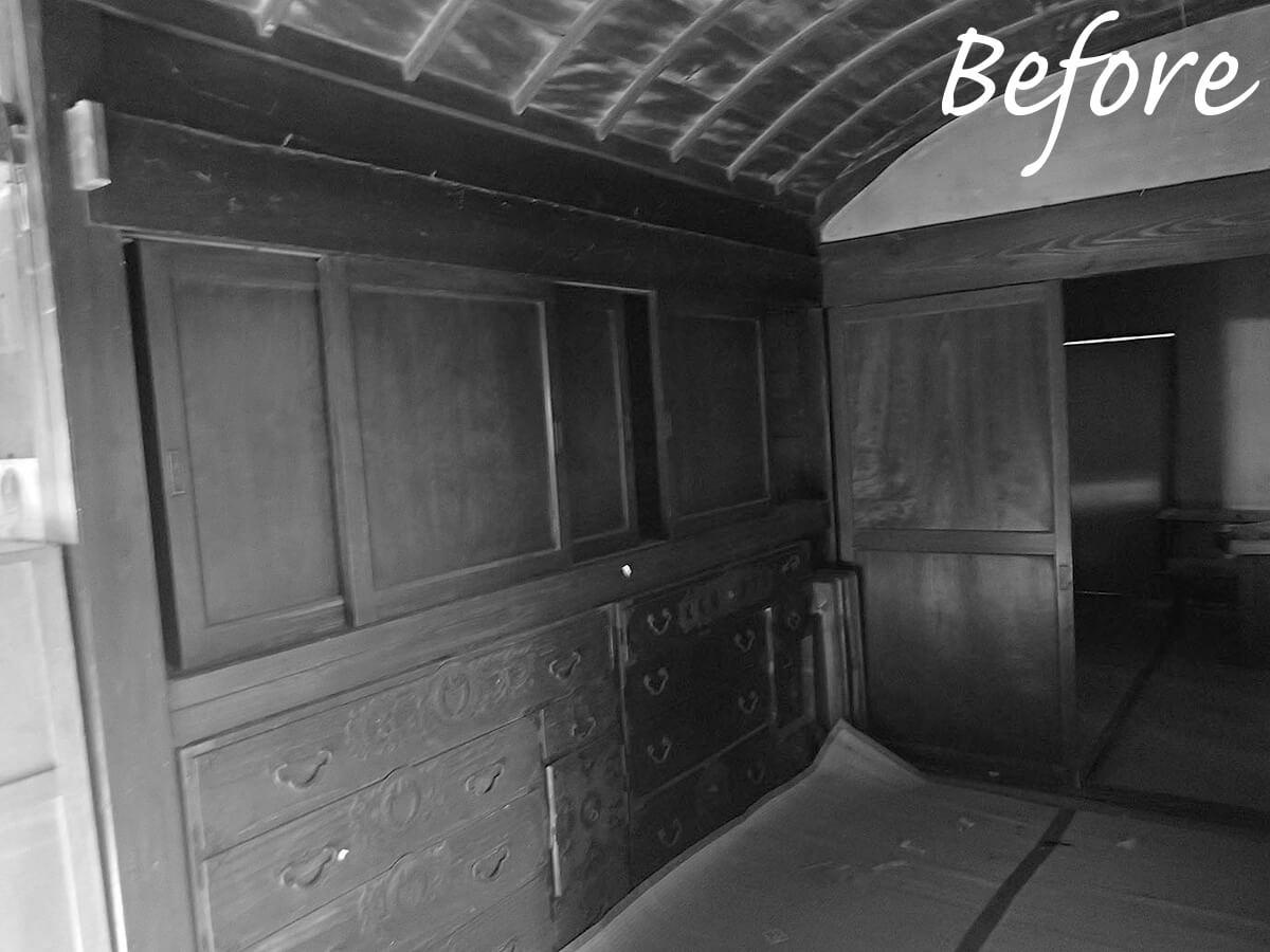 長い年月使い込まれてきた組み込み箪笥は旧宅から受け継いだもの。塗装や調整をし直し、居室の壁面に収めた。美しく磨き上げられ、息を吹き返したかのよう