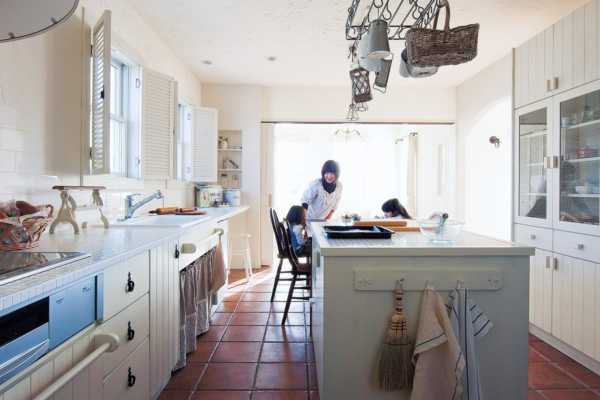 家族みんなで楽しめるキッチン中心の間取り