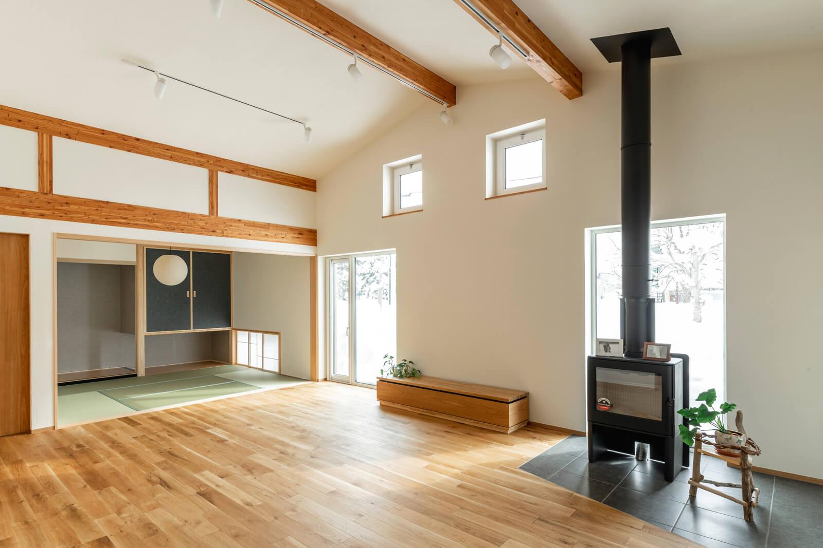 第1種換気を採用した地域工務店のモデルハウス。きちんと計画換気が働いてくれるので、平屋の大空間でも家中はどこも快適