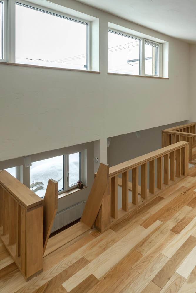 ロフト部分も明るくするため、高い位置に採光窓を設置。子ども部屋全体に反射光がやわらかく回る