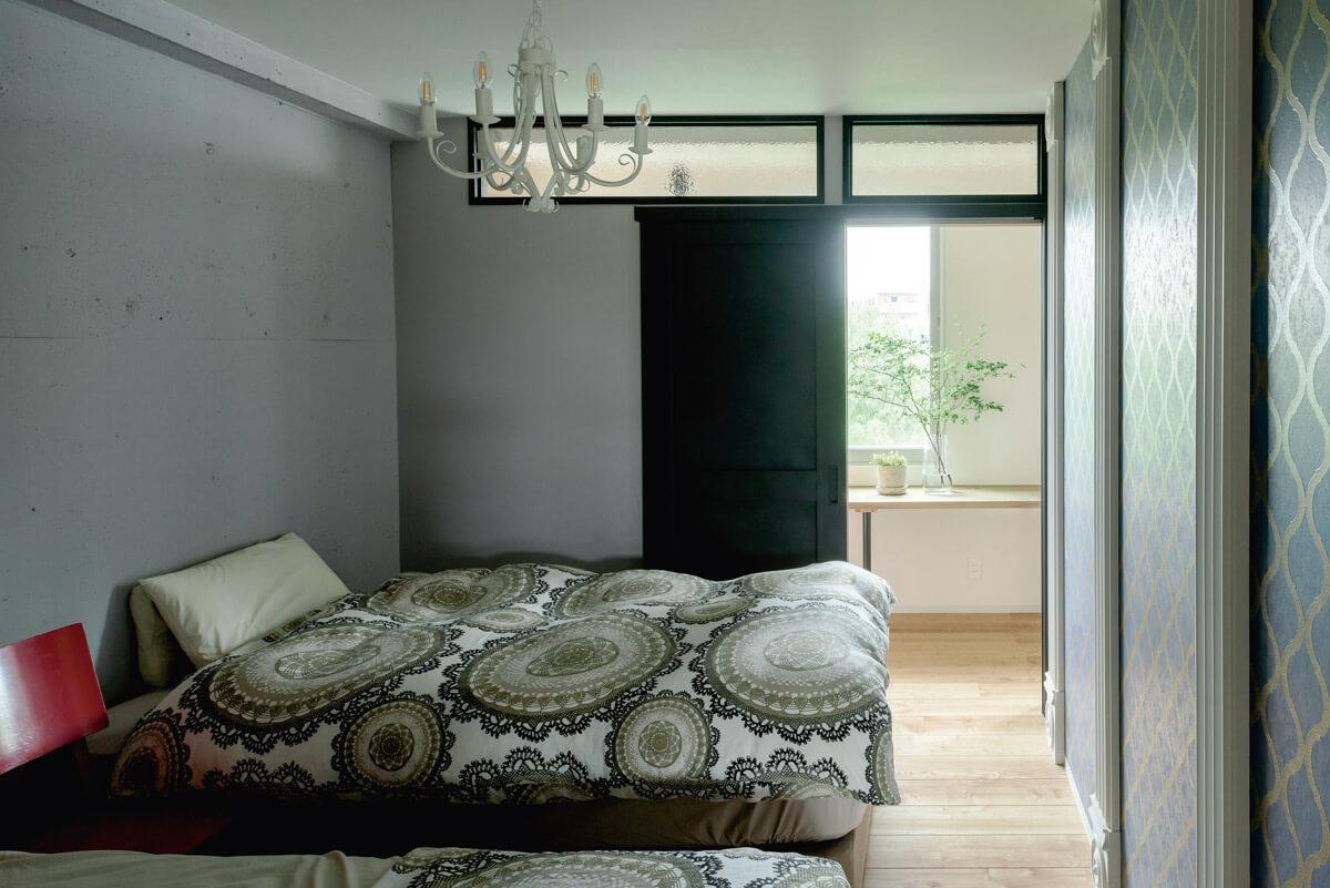 寝室にシャンデリア