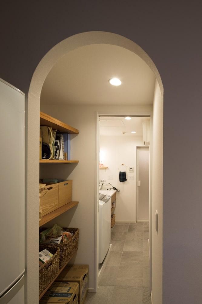 アールを取り入れ柔らかな雰囲気に。効率の良い動線が、家事の負担を軽減