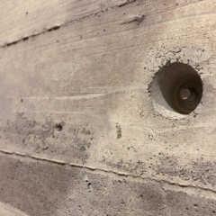 コンクリートの丸いくぼみの正体と、Pコン穴(セパ穴)を使った…