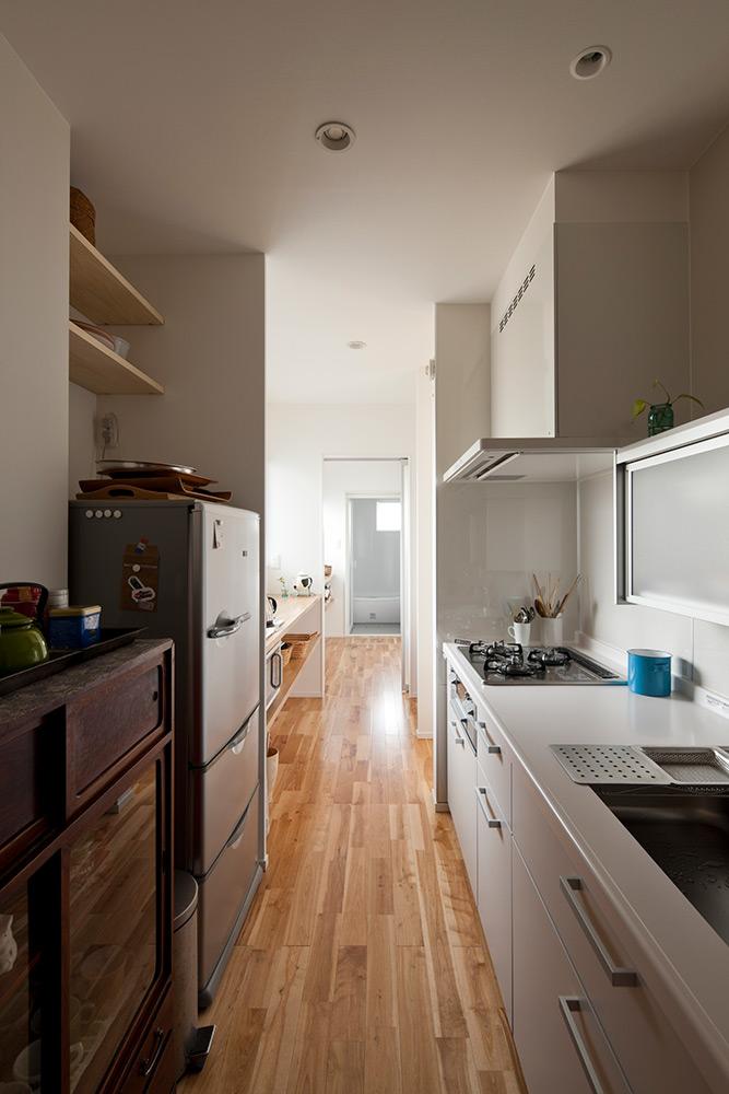 キッチンから一直線にレイアウトした水まわり。徹底的にムダを省き、必要なスペースを確保している