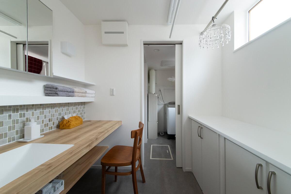 家事室を兼ねた洗面室