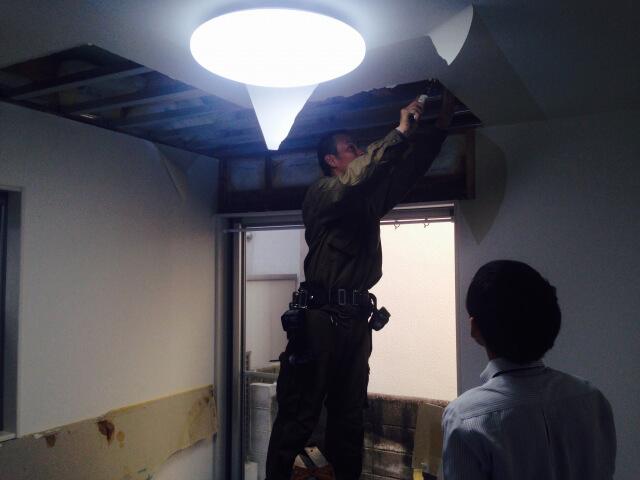天井裏のメンテナンスイメージ