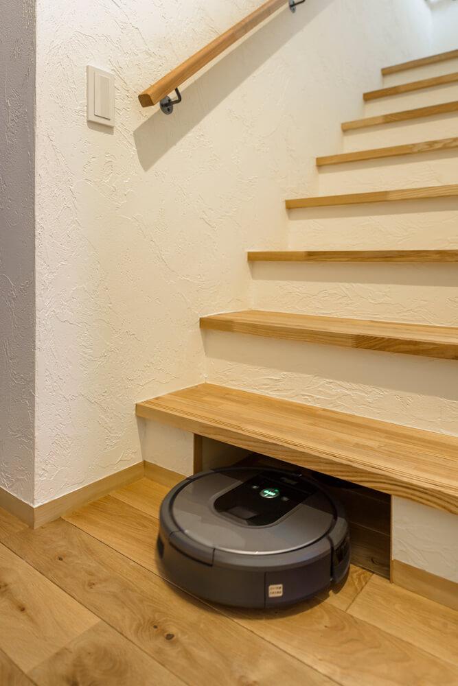 仕事を終えたお掃除ロボットの居場所。ここで充電もできる
