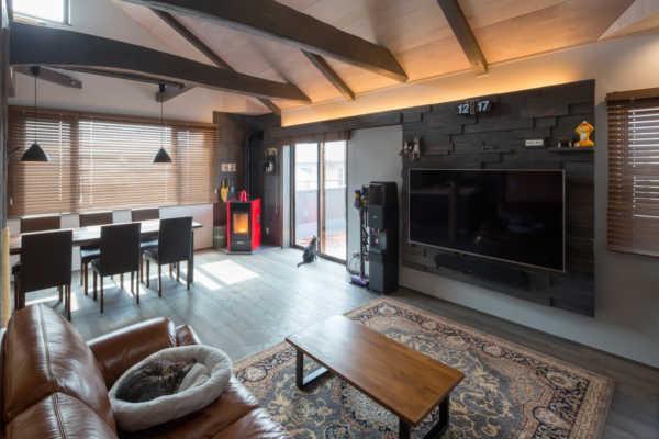 自然素材の心地よさと空間コーディネートが光るのびやかな2階リビングの家