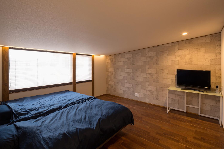 2階主寝室。冬に薄手毛布で寝られるのも高性能住宅ならでは