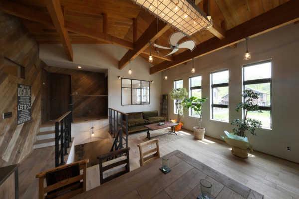 インダストリアルスタイルに自然素材のやさしさが調和。 大好きな空間で暮らす幸せ