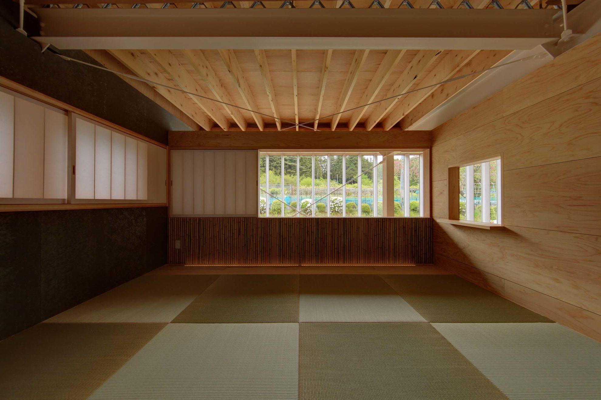 2階寝室は優しい素材(畳、桐縁甲板とさらし竹)を多用した