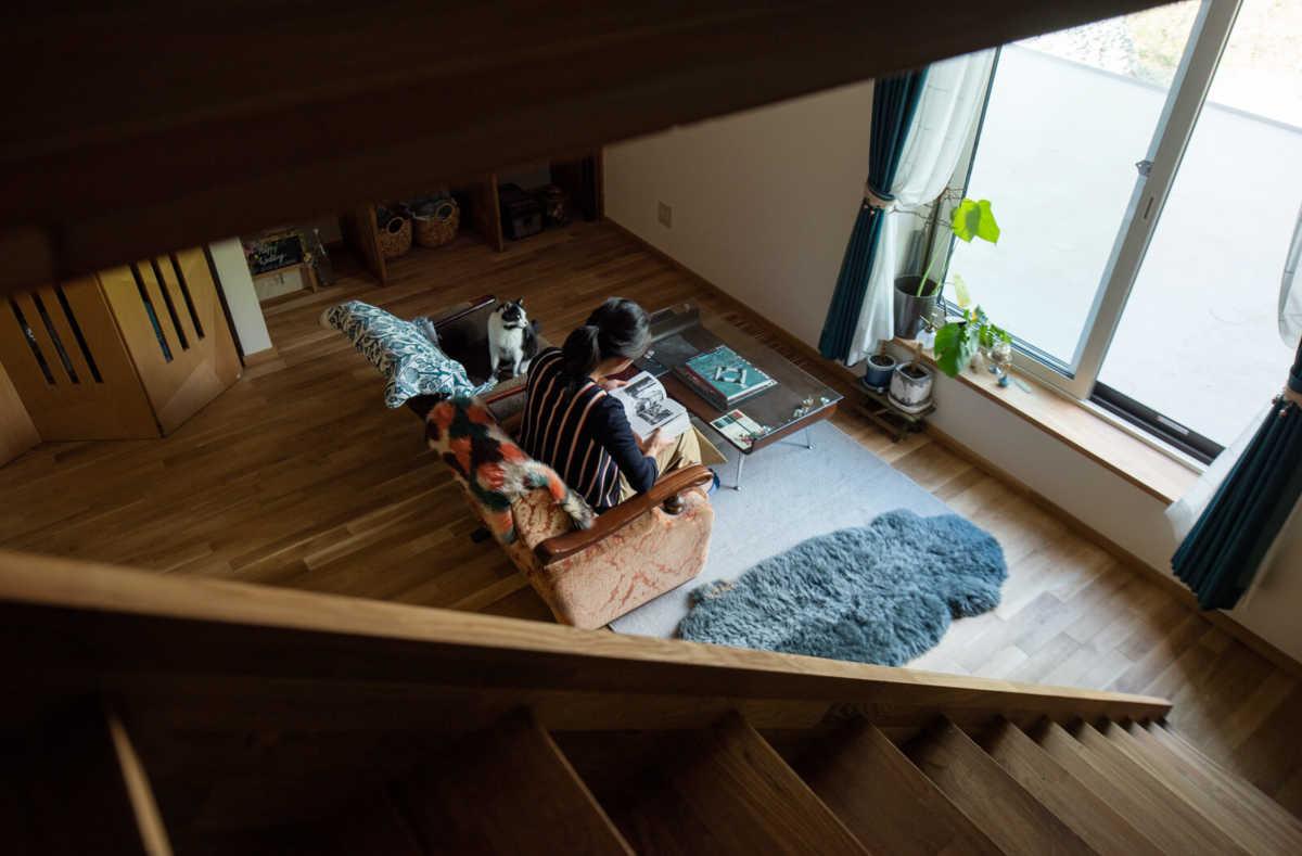 息子さん夫婦の部屋には、多目的に利用できるロフトも完備。これから、掃き出し窓の向こうに、6帖程度のウッドテラスも設けられる予定