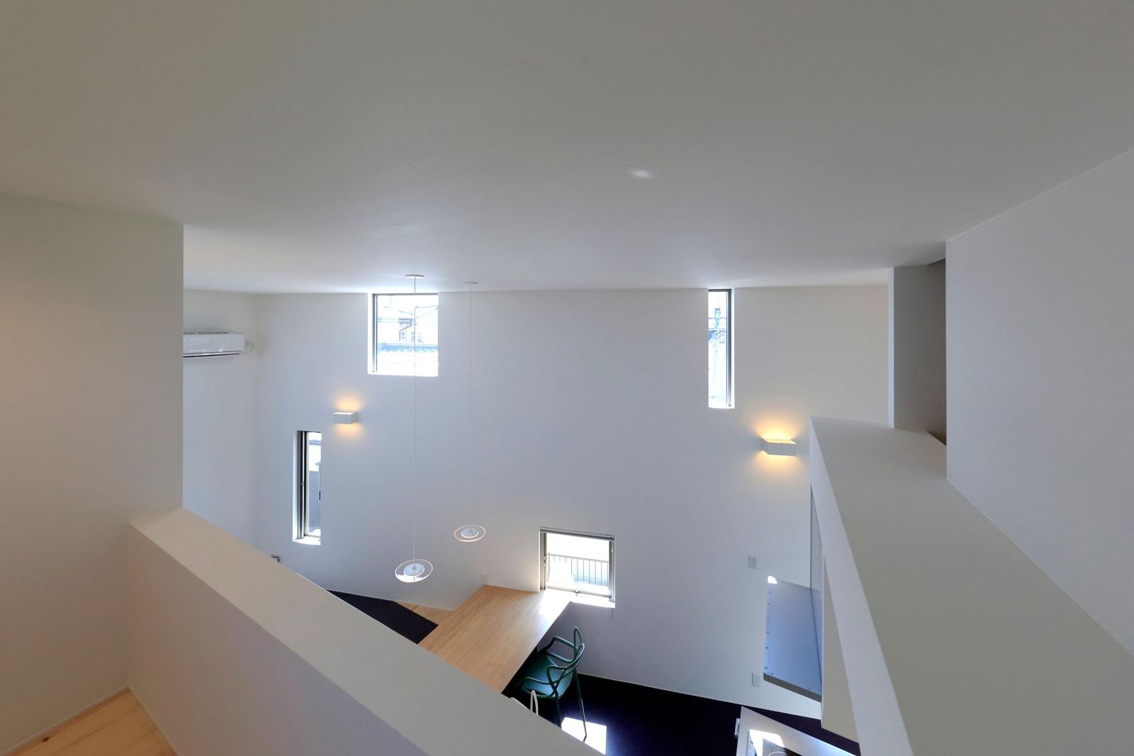 寝室側のロフトからは2階LDKが見えるようになっている