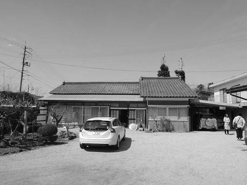 家族6人で住んでいた築30数年の旧離れの外観