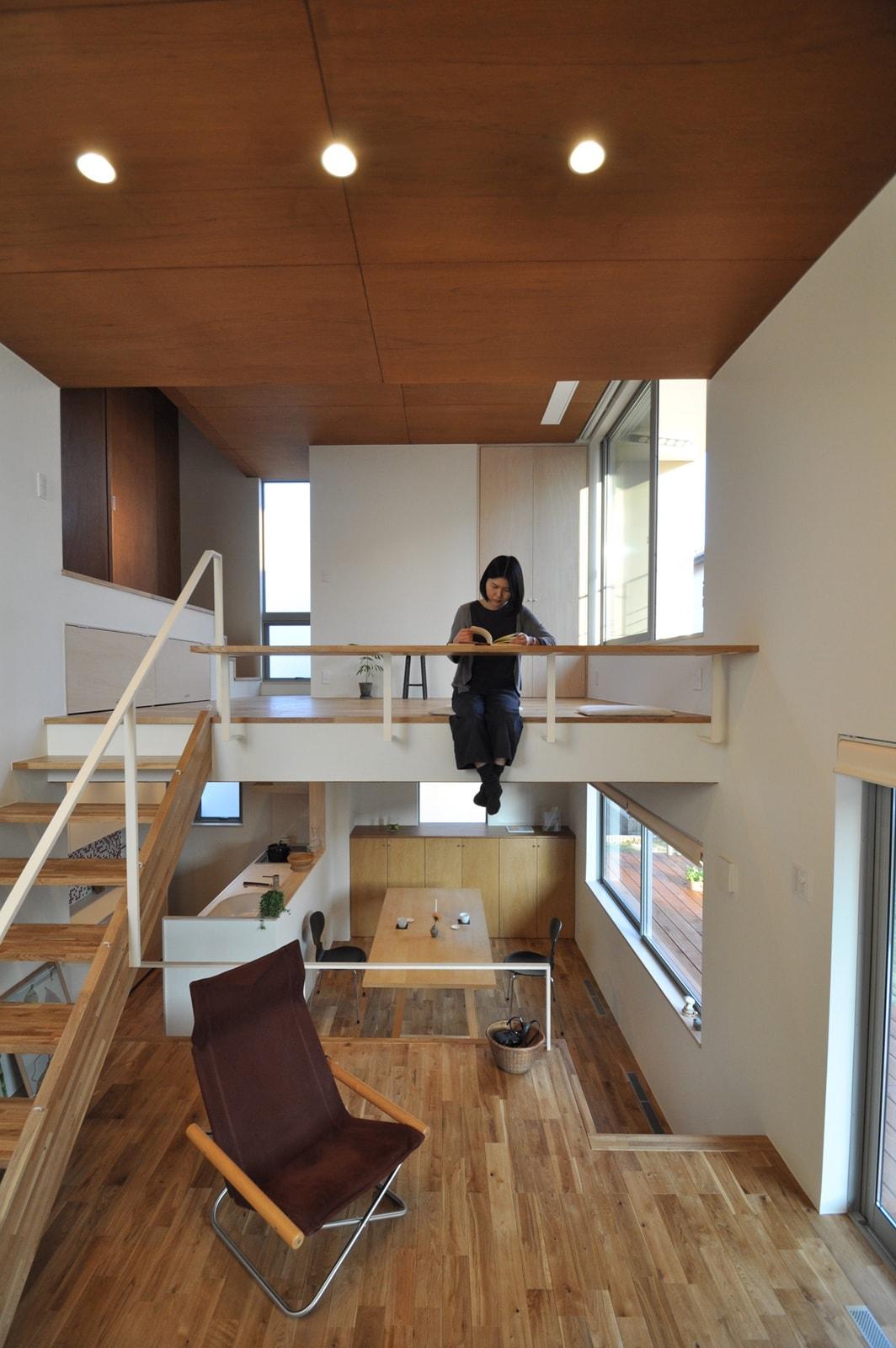 7層のスキップフロアでつながる柏木の家