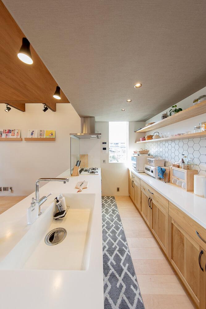 オリジナルのキッチンは背面と合わせて設計