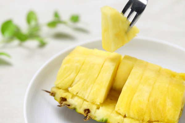 パイナップル育成中