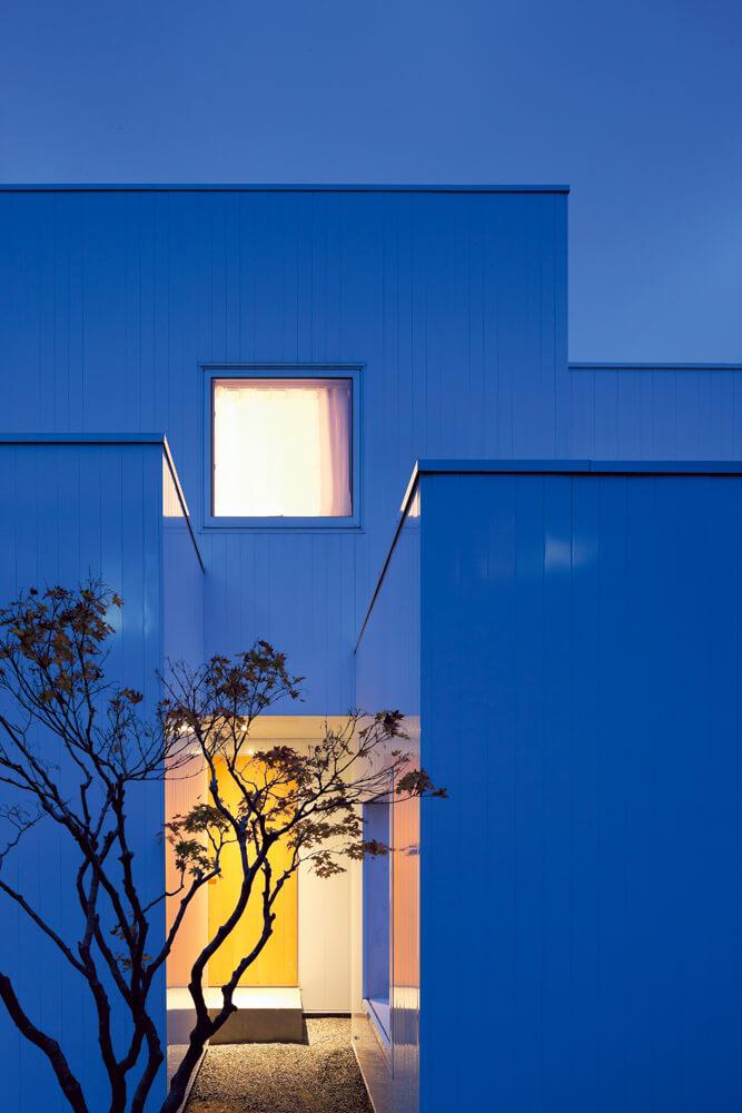 「隙間」から家の表情を切り取る。日々の暮らしの中で視線を変えるたびに、新たな景色がつくられていく