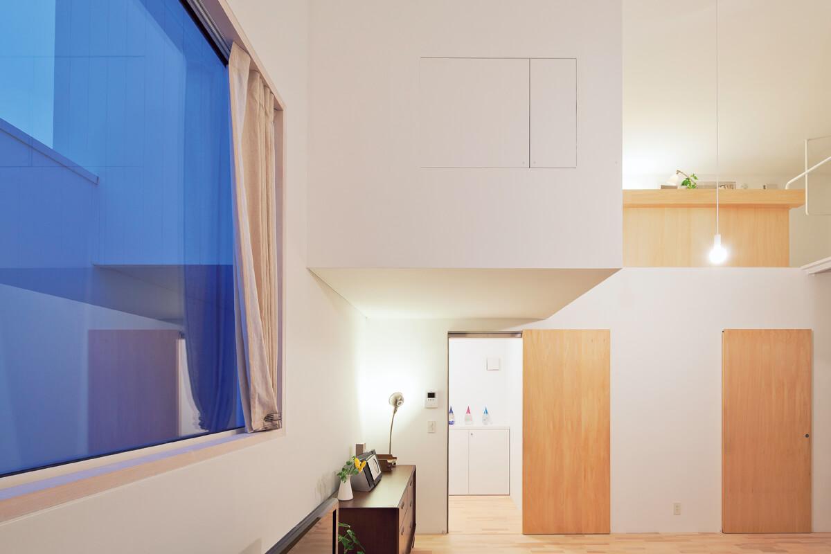 1階のサンルームから玄関方向
