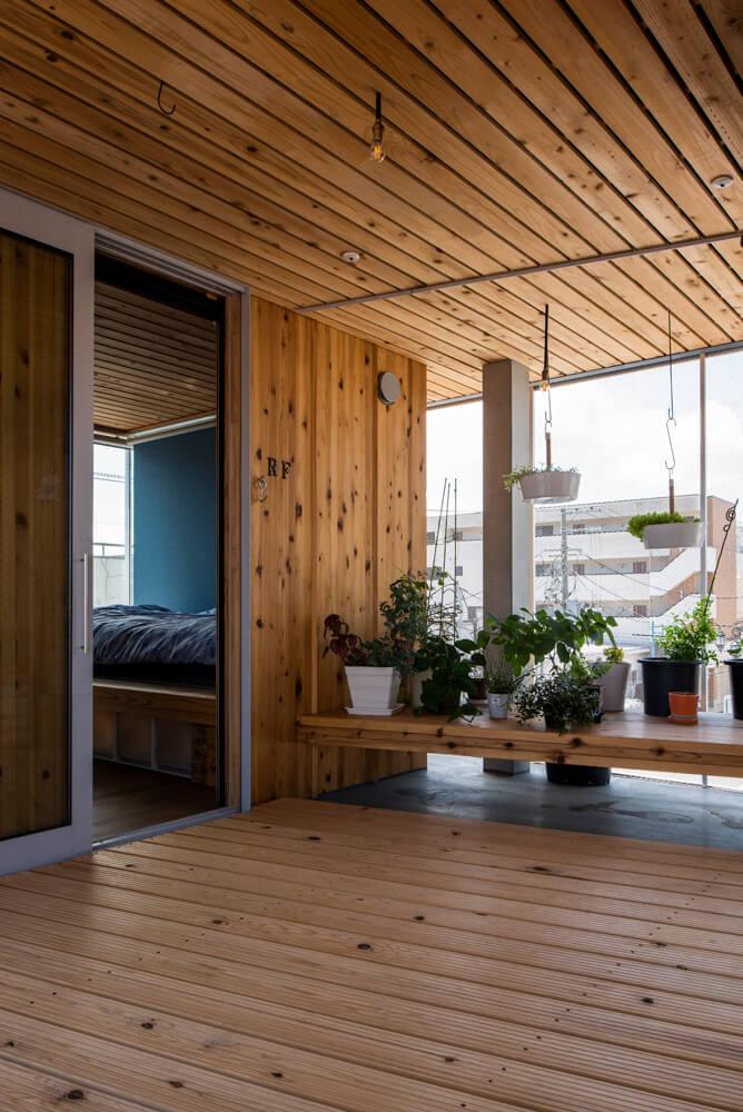 3階のフリースペース。寝袋を持ち出し、ここでキャンプ気分を味わうこともあるという