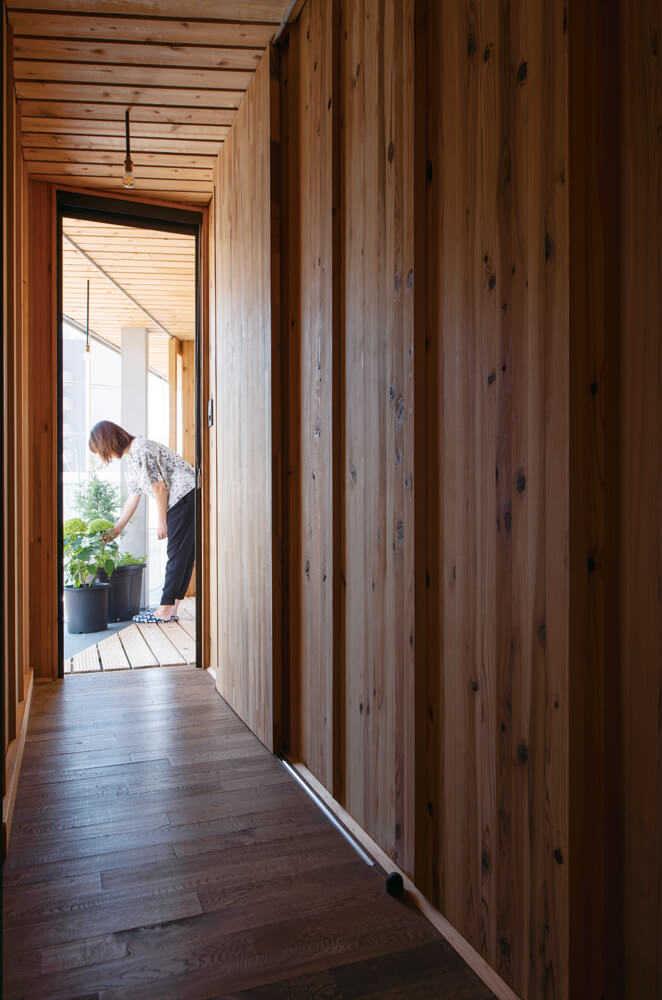 「WOOD.ALC」が独特の質感をもたらす。このWOOD.ALCによる戸建て住宅は全国でも例がない