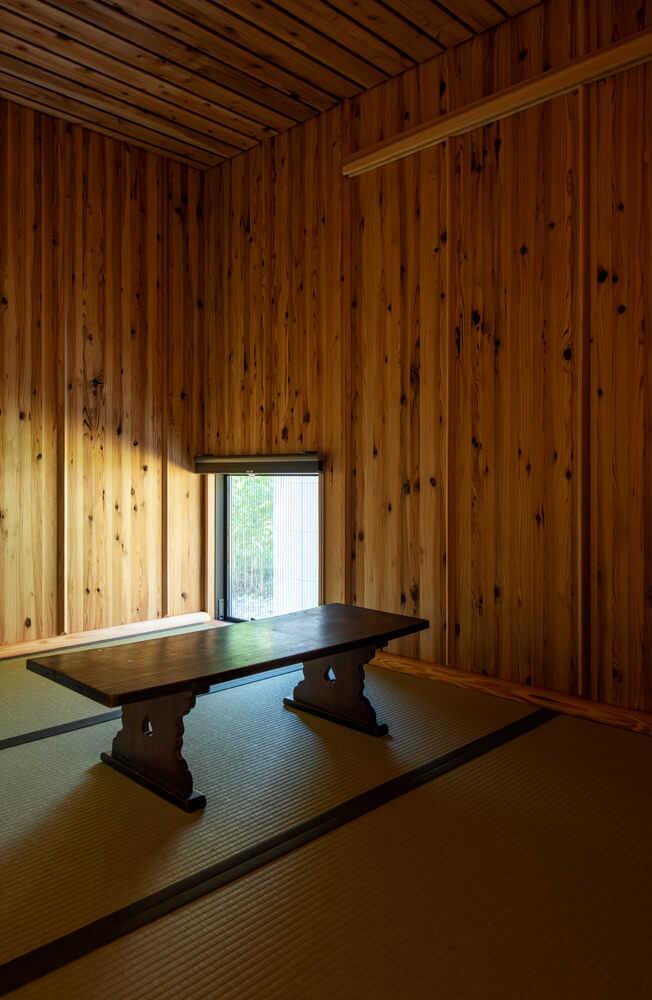 落ち着きのある1階の和室。客間として使っているが、いずれは器などを飾ってみたいと奥さん