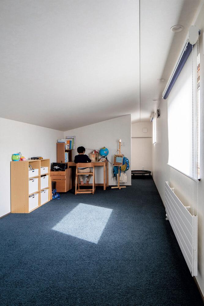 2階には9帖の子ども部屋と3帖のウォークインクローゼット、ロフト収納のみ。当初平屋の予定だったが子ども部屋を広くすることになり2階建てに