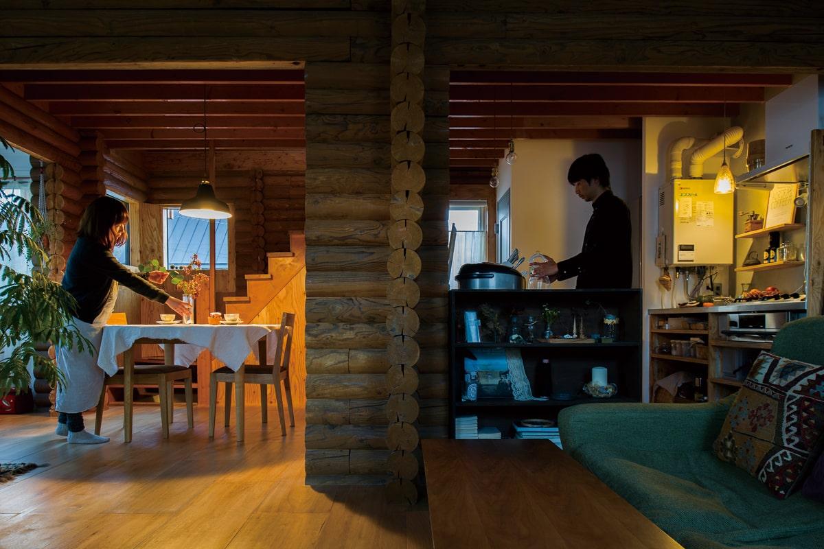 外せない柱を生かしてキッチンとダイニング、リビングを空間分け