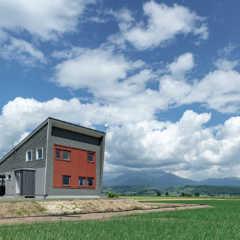 恵まれた眺望を楽しみ、暮らしの豊かさも叶えた農家住宅