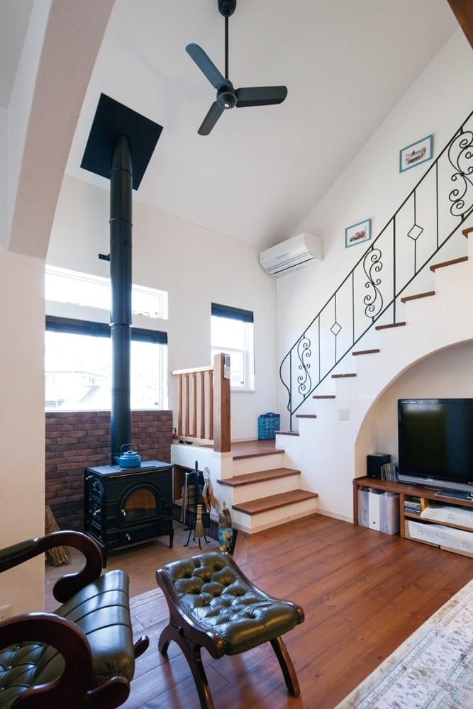 薪ストーブも、エコな暖房として「無添加あいの家」のおすすめ。インテリアにもたらす効果も高い