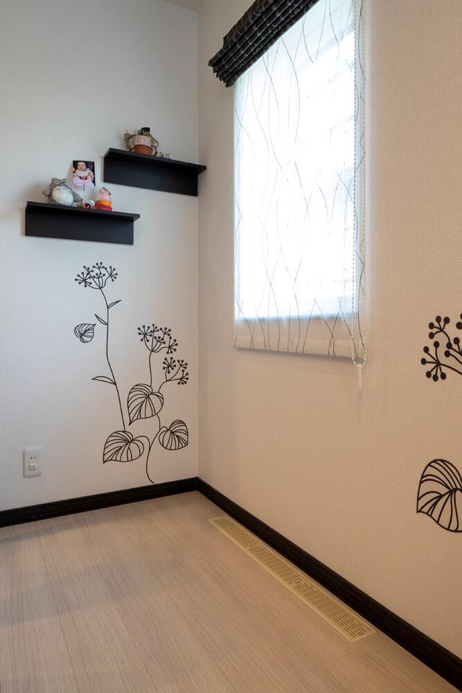 Fさん宅は、床に設けられているガラリからエアコンの空気が流れてくるので、壁面には冷暖房器具は一切ない