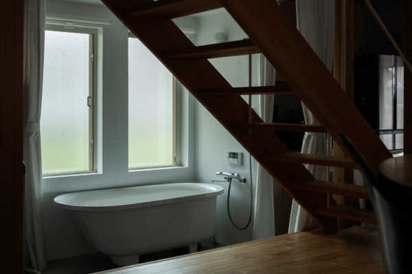 意外とアリかも!?置き型バスタブ(浴槽)がある浴室
