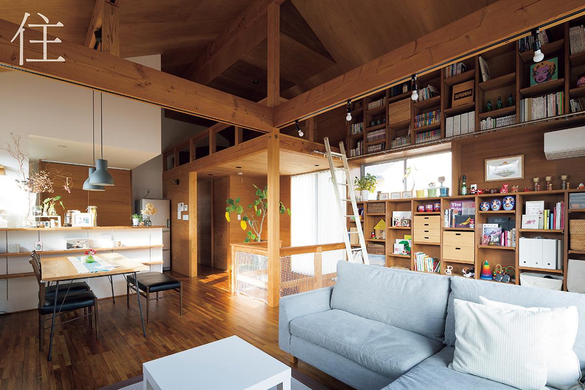 2階リビングのKさん宅。居住空間は空間の広がりや木の素材感を強調している