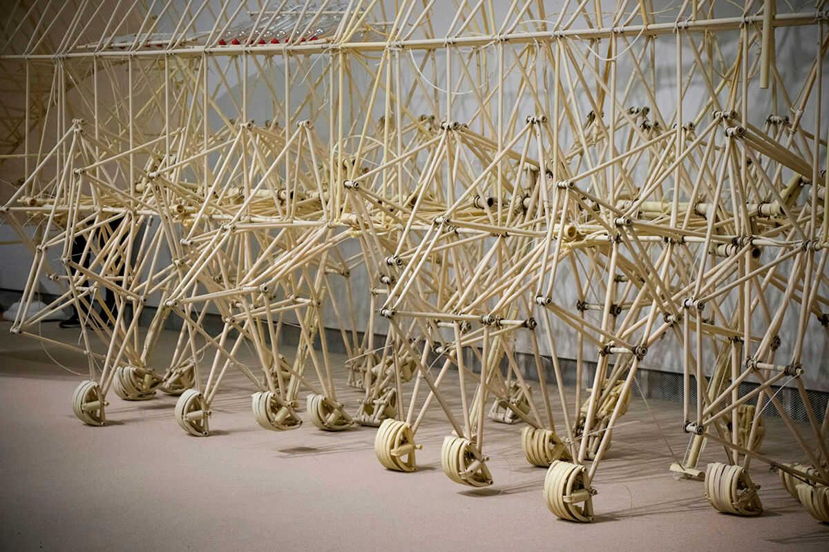 こんなに複雑に組み合わさった素材も、まるで本当に生命があるかのようにぬるぬる動いていました
