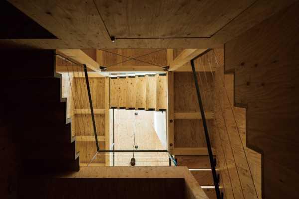住宅密集地でも明るさと開放感を得られるスキップフロアの家