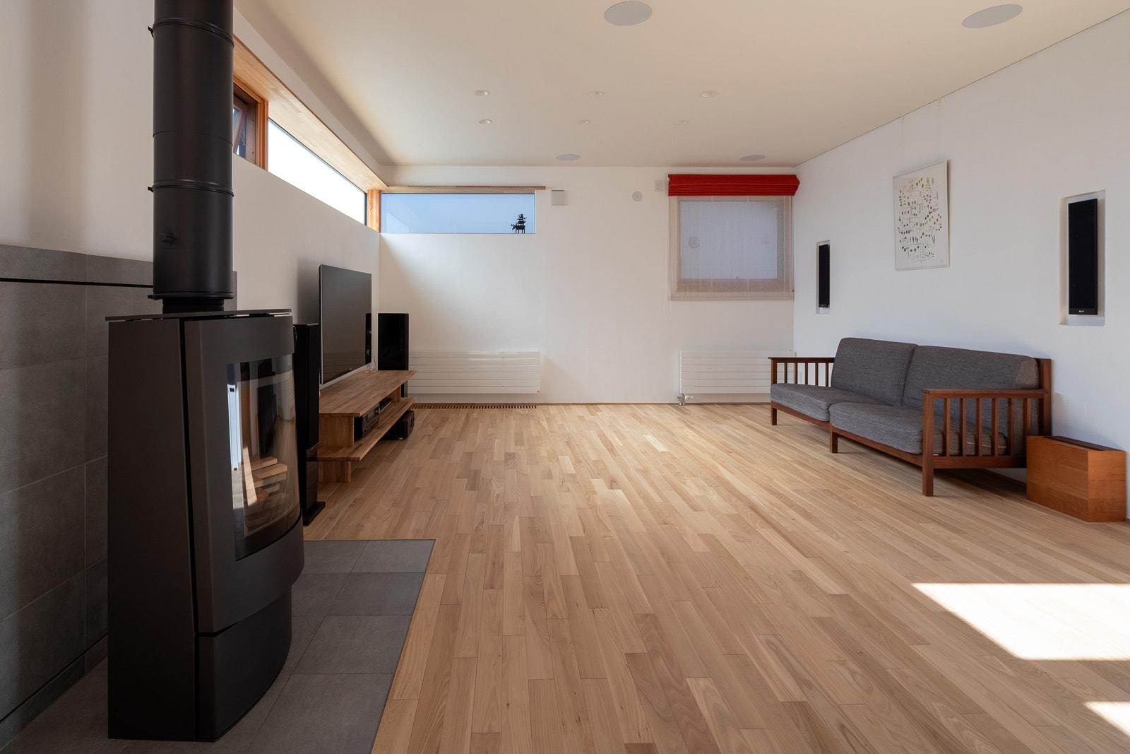 もちろん薪ストーブとパネルヒーターを併用することも多い。新築時に、ライフスタイルに合わせてメイン暖房を選ぶのが大切