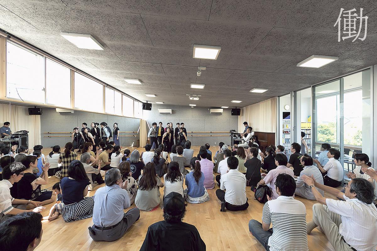 2階の創作空間としてのスタジオ。舞台の披露や劇団メンバーの練習場として使われている