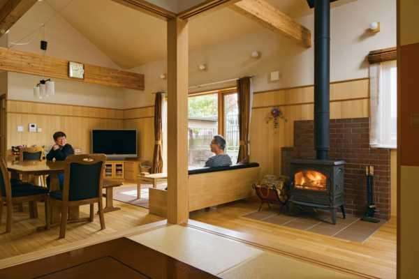 家族が自然と集まる家。薪ストーブで生活がより豊かに