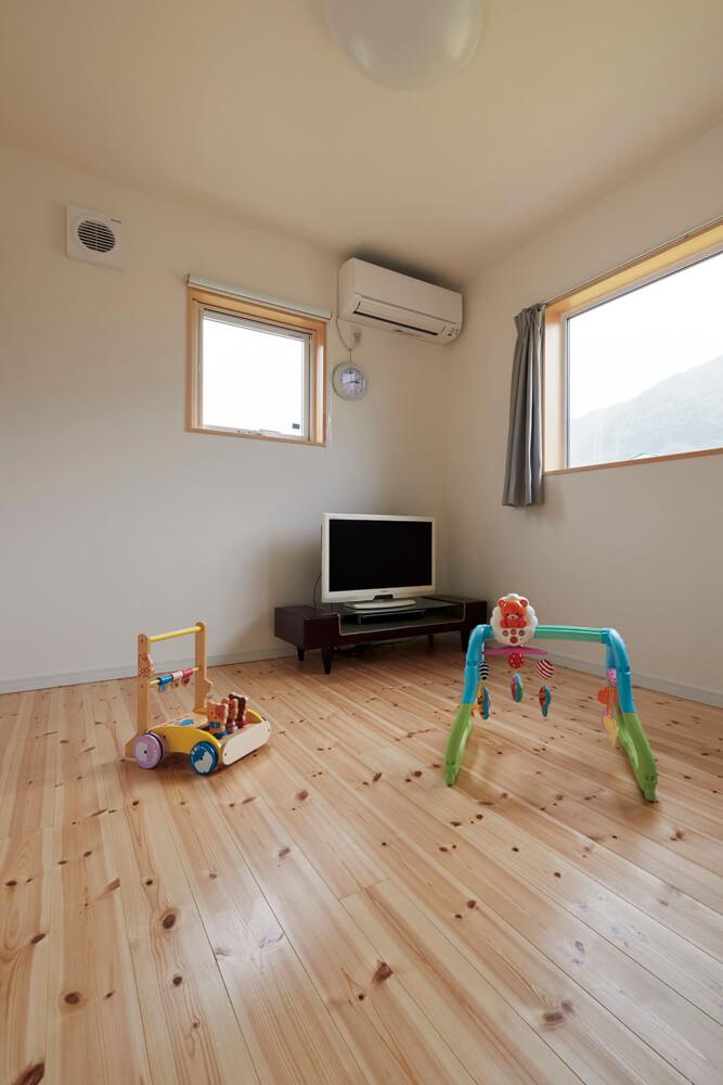 2階の洋室は2間に分けられ、将来は子ども部屋にする予定