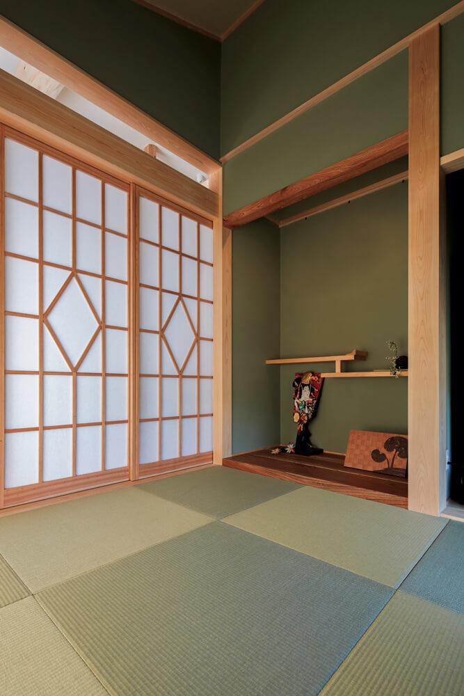 お父さんこだわりの和室。床の間や建具にいたるまでタカハシホームの造作によるものだ