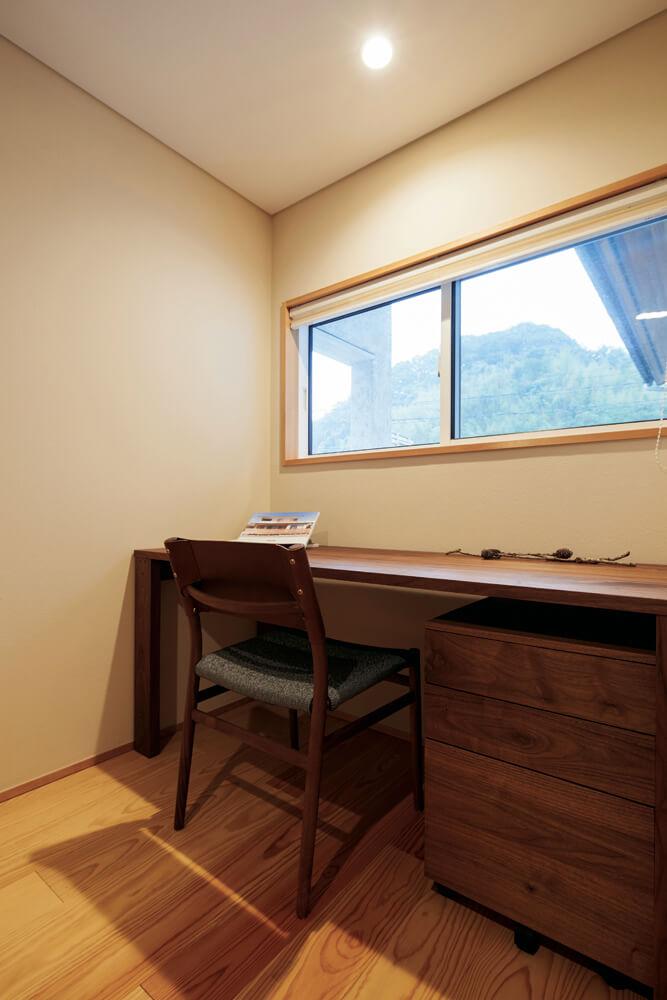 主寝室と個室は道路から離れた西奥にあり、静かに過ごせる