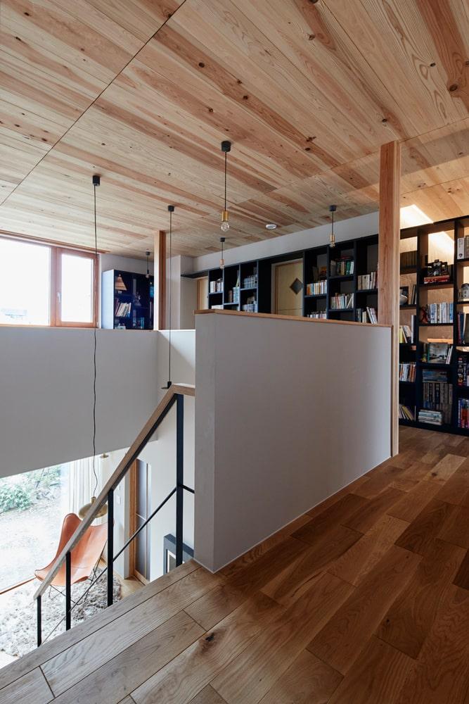 後田さんご夫妻とお子さん2人が暮らす2階は、造作家具で目隠ししつつも、パッシブハウスの利点を生かして間仕切りのないワンフロアに