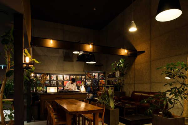 """オーナーの""""好き""""が詰まった大人の隠れ家カフェ"""