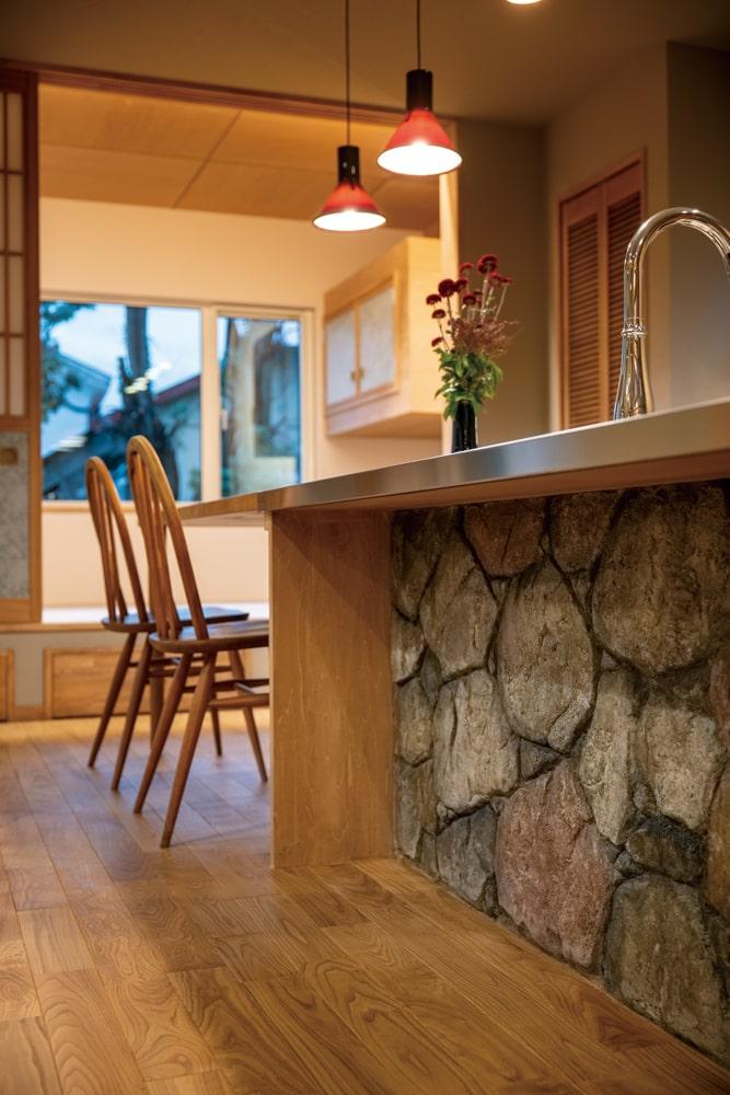 デザインコンクリートを用いたアーティスティックなキッチンに、職人技が光る