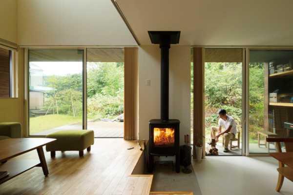 四季折々の風景に寄り添い 面倒を楽しむ「森にひらく家」