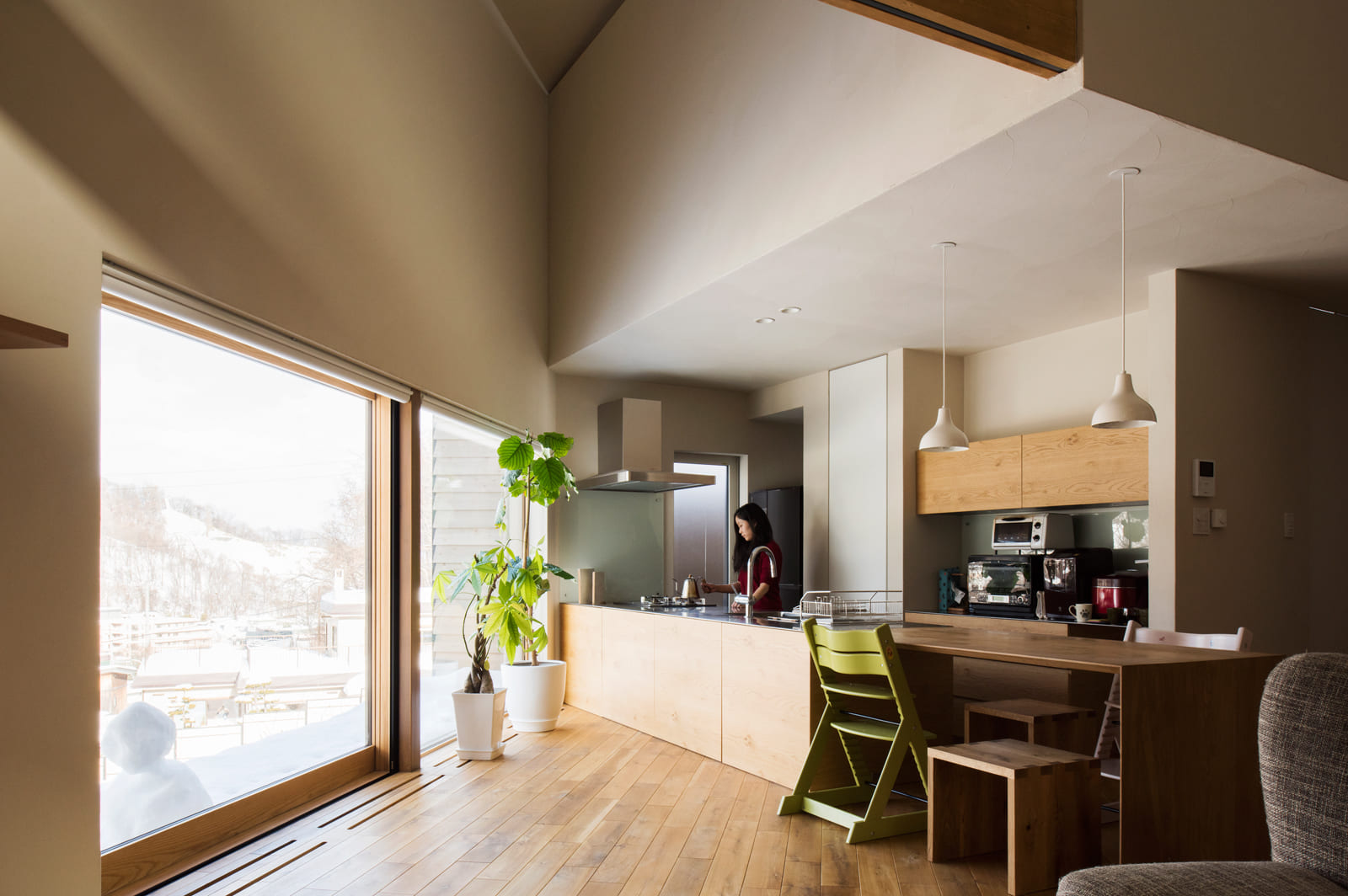 「景色が良いところで暮らしたい」という、もうひとつのご夫妻の願いをかなえるため、LDKは眺望を最大限に生かすよう設計された